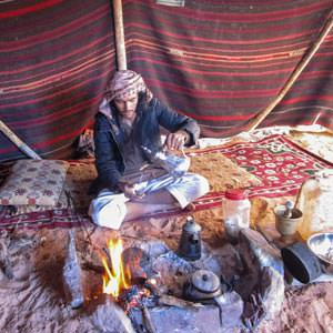 Fawaz preparing tea in our Bedouin tent in Wadi Rum desert & Wadi Rum Nomads - Insight on the Bedouin house of hair