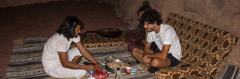 Knowing the Bedouin mealtime customs and etiquette helps you during your dinner in the desert