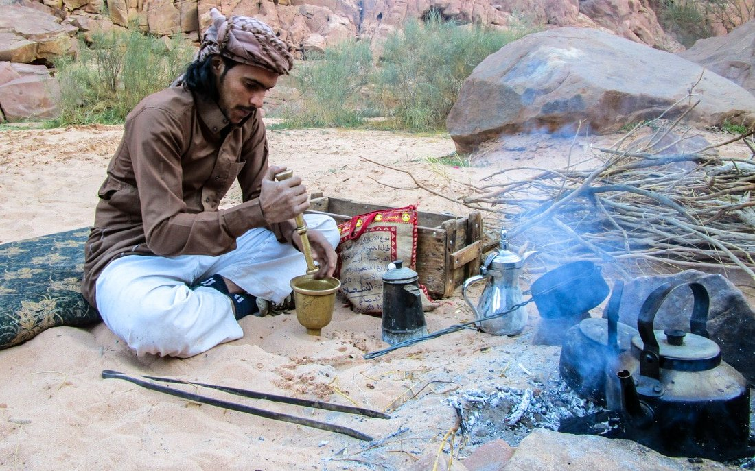 fawaz preparing bedouin coffee
