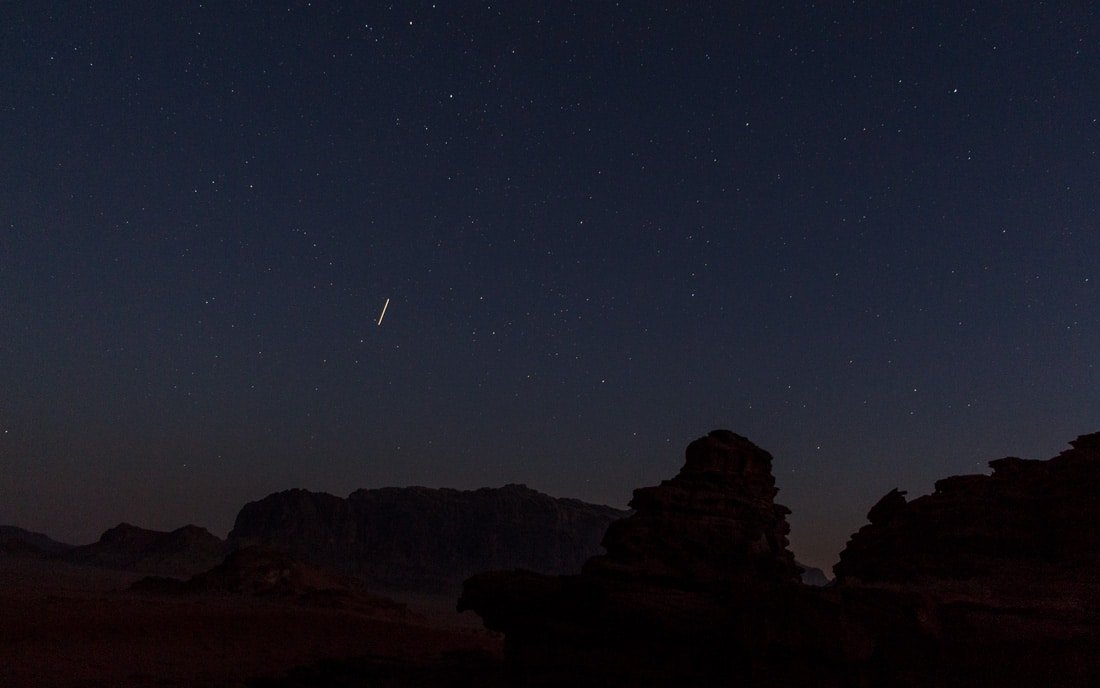watching shooting stars in wadi rum